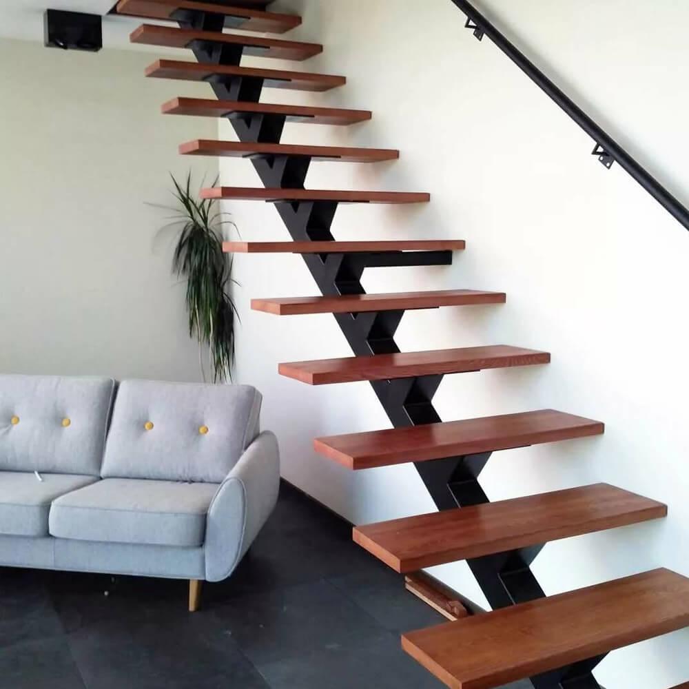 Установка лестниц на косоуре от компании Альянс Пермь